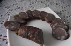 Рецепт домашньої варено-копченої ковбаси Московської