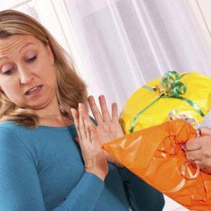 10 речей, які не можна дарувати і приймати в подарунок