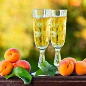 Абрикосове вино в домашніх умовах
