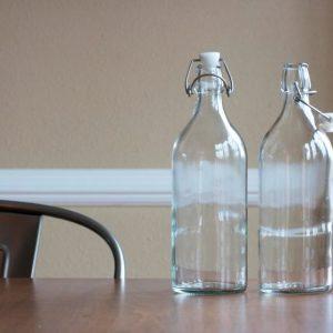 Чому не можна ставити порожню пляшку на стіл і як не загадати за допомогою неї бажання