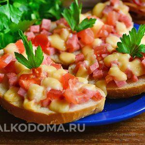 Як швидко приготувати гарячі бутерброди з сиром і ковбасою