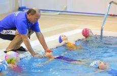Як навчити дитину плавати — вчимо правильно