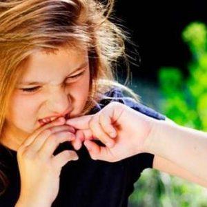 Як відучити дитину гризти нігті — звідки береться бажання