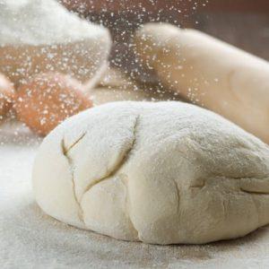Тісто для піци на мінералці: рецепти з дрожами і без, а також особливості основи на газованій воді